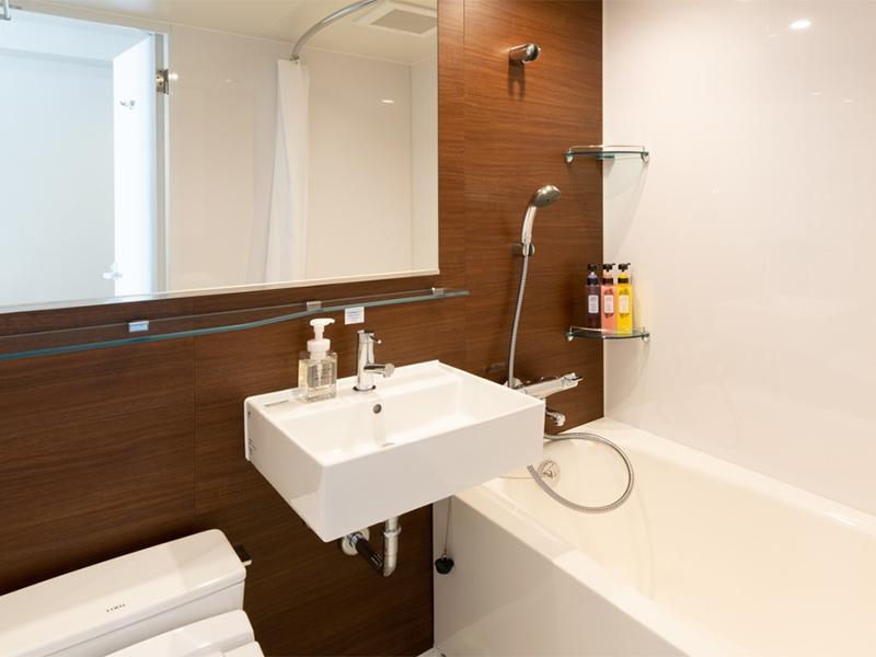大阪の隔離ホテルのバスルーム